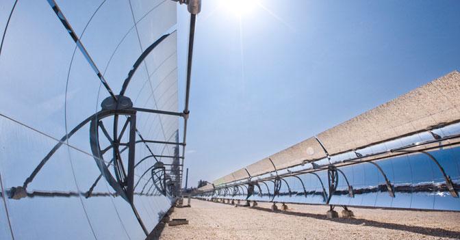 Archimede a siracusa la prima centrale ad energia solare che funziona anche di notte il - Centrale solare a specchi ...
