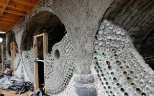 Earthship le case costruite con materiali di riciclo for Cosa fa un architetto